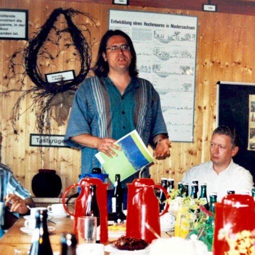 1998 | zusammen mit den Autoren Horst Samson, Henning Ahrens und Susanne Uhlmann präsentiere ich EISWASSER Echte Blüten im Haus im Moor | Goldenstedt