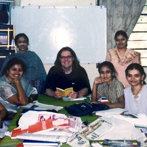 2002 | Indien | mit meinen Lieblings-Studentinnen Yesha, Rujuta, Payal, Dhara, Vibha und Shrida im Department of German of German der Maharaja Sayajirao University of Baroda | Vadodara Baroda