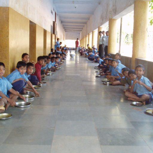 2006 | Indien | Mittag | Schule des Bistums Baroda | Gujarat